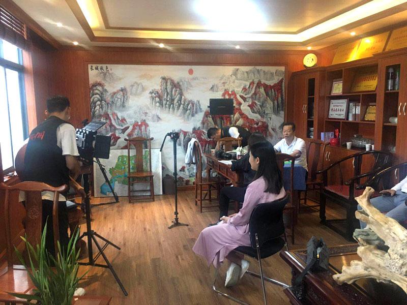 中央电视台《崛起中国》栏目组来我司参观拍摄